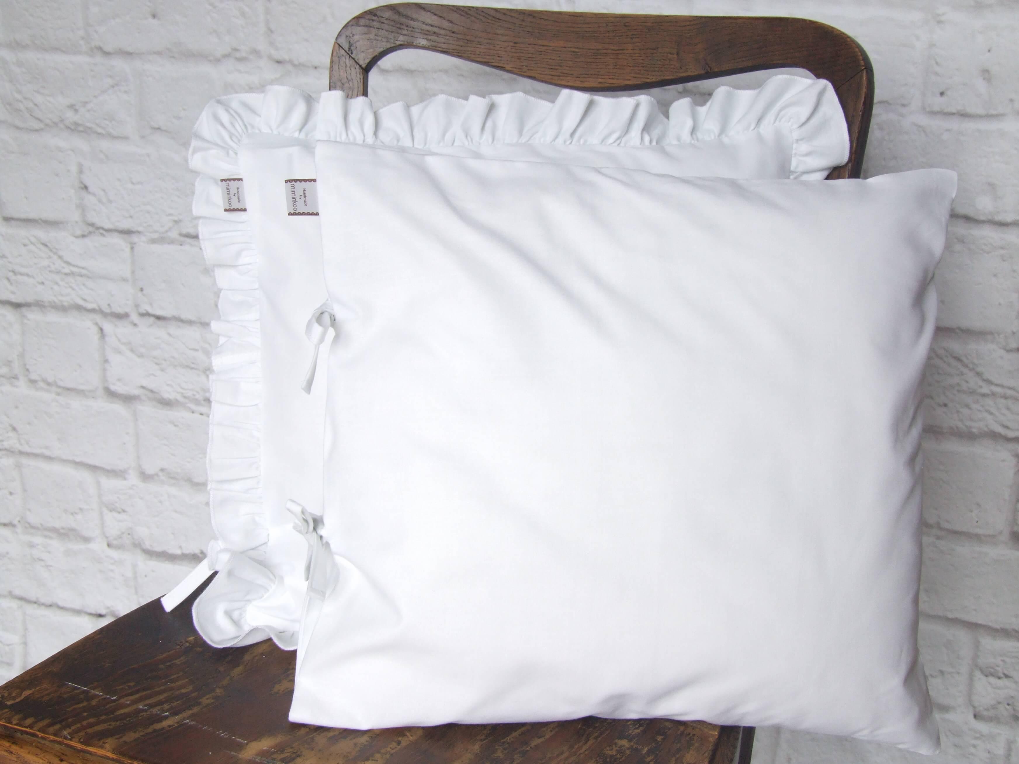 Białe poszewki na jasiek 40x40 z falbanką